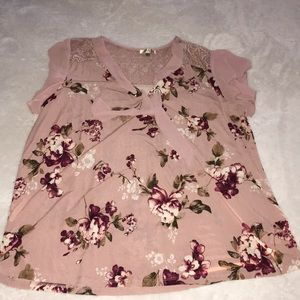 Flowery top with lace